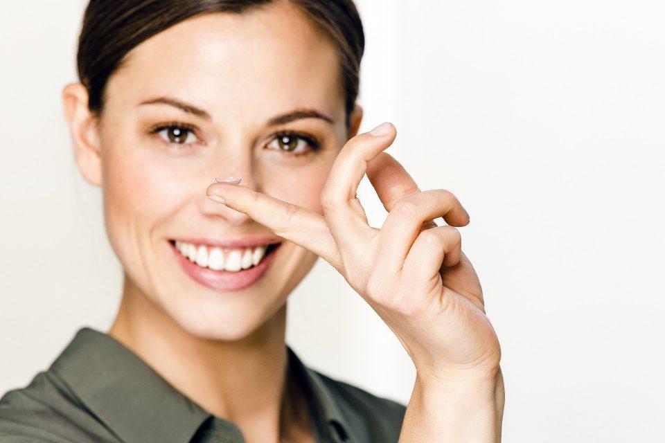 Ein- und absetzen von Kontaktlinsen